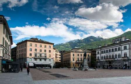 Piazza Garibaldi Sondrio by franco bissoni